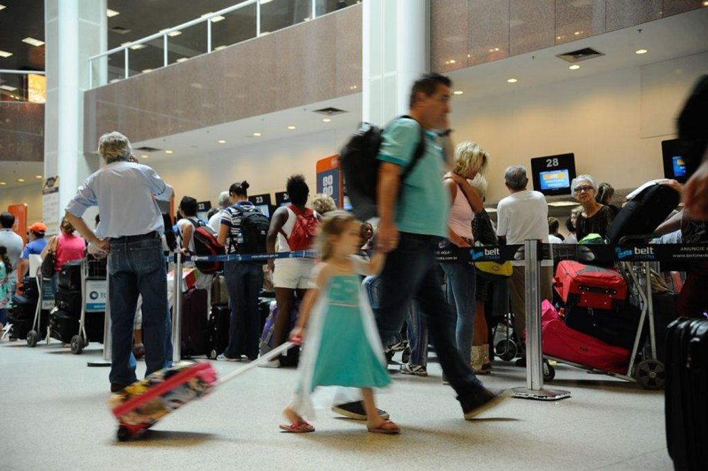 Com alta do dólar, brasileiros devem optar por turismo interno  - Gente de Opinião