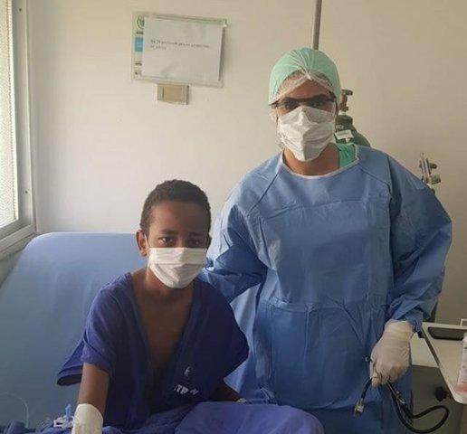 Dyeisson Renan com a médica hematologista Maristéfany Cury - Gente de Opinião