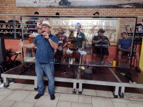 """Lenha na Fogueira com Edglay Queiroz de Porto Velho, se apresenta no quadro """"É Dez ou Mil"""""""