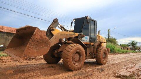 Equipes de obras realizam serviços em 11 bairros de Porto Velho
