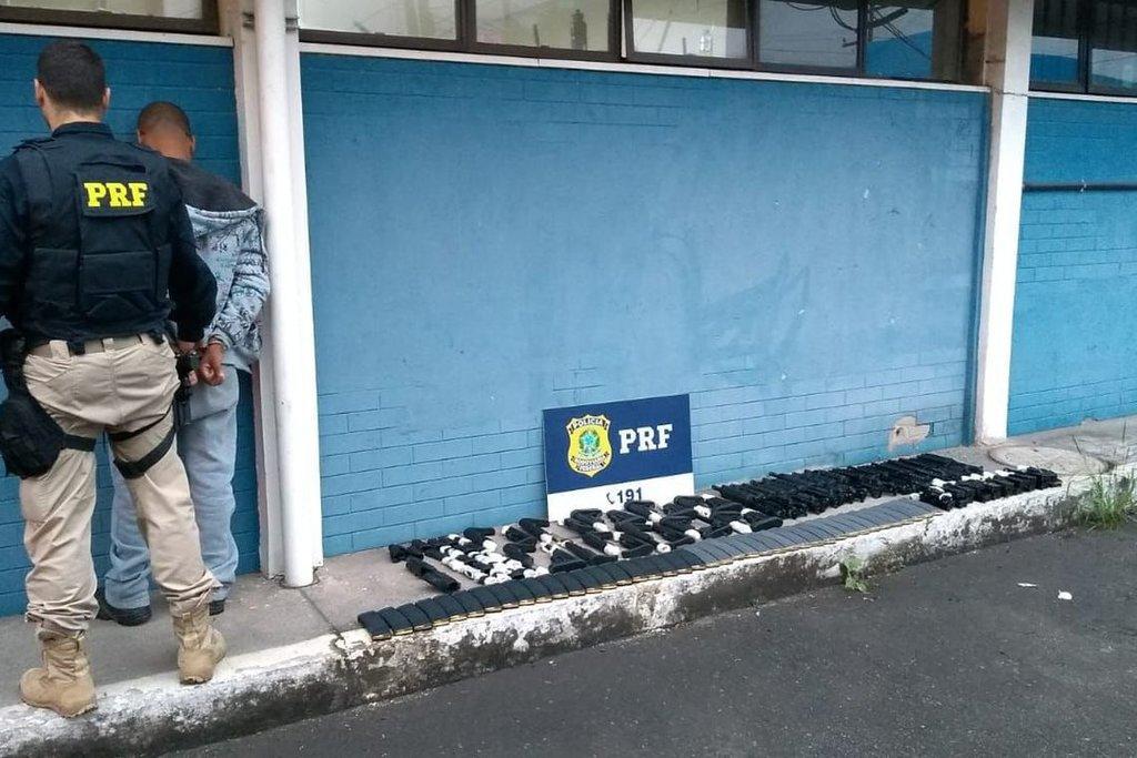 PRF apreende 20 fuzis destinados à quadrilha do Complexo da Maré - Gente de Opinião