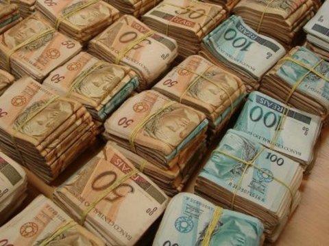 Municípios e Associações recebem R$ 1,1 milhão de emendas Follador