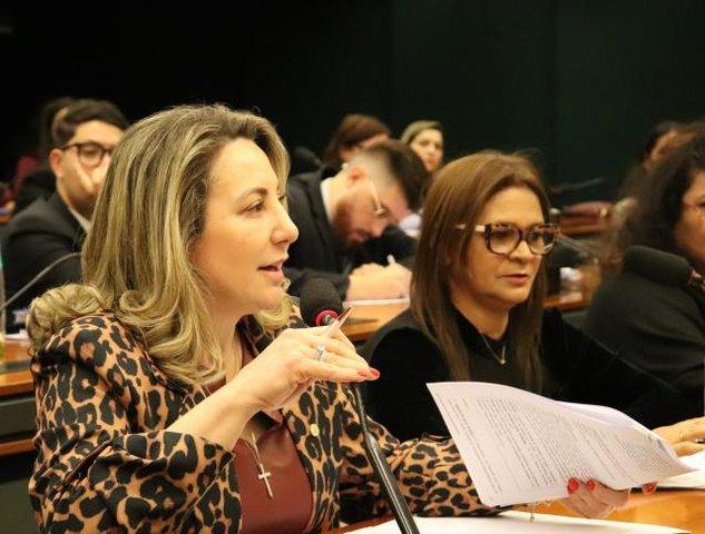 """REFORMA DA PREVIDÊNCIA: """"Proposta do relator sobre aposentadoria dos professores ainda não é justa"""", diz Jaqueline Cassol - Gente de Opinião"""