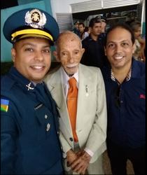 O novo sargento Alysson Pinheiro Tourinho com o avô Euro Tourinho e o irmão advogado Homero Tourinho - Gente de Opinião
