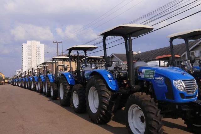Mais de 321 máquinas e equipamentos foram entregues para as prefeituras - Gente de Opinião