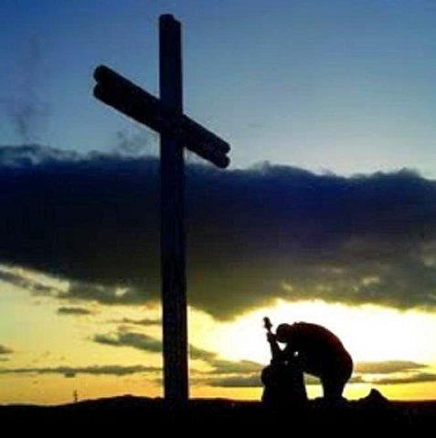 Quem se ajoelha diante de Deus não se curva diante das dificuldades. - Gente de Opinião