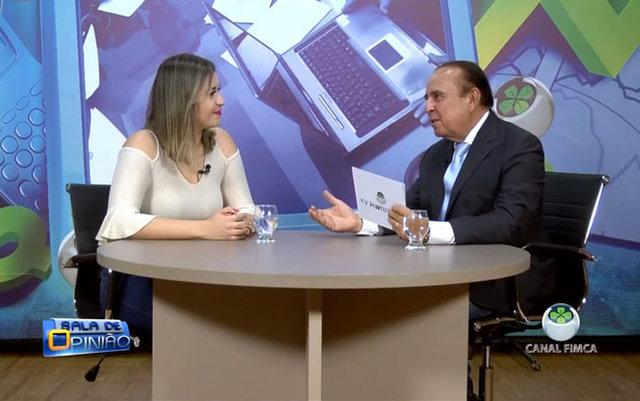 Aparício Carvalho conversa com a coordenadora, professora Carla Rezende, do curso de Estética e Cosmética da FIMCA - Gente de Opinião