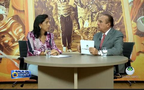 Dr. Aparício Carvalho conversa com a professora Daniele Cavalcante, coordenadora do curso de psicologia da FIMCA