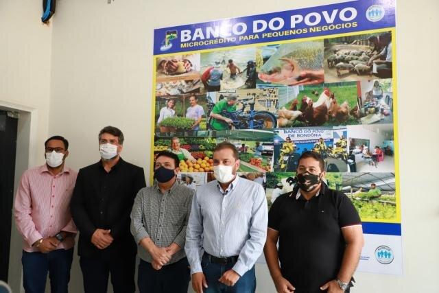 Prefeito Hildon Cahves naugura posto do Banco  do Povo no Prédio da Prefeitura - Gente de Opinião