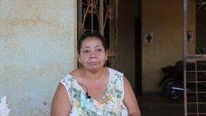 Dona Zeli Rodrigues se emociona ao vê o asfalto em frente sua casa - Gente de Opinião