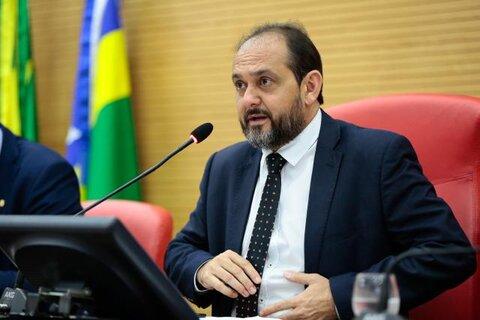 Presidente Laerte Gomes recebe projeto sobre Zoneamento Socioeconômico e Ecológico de Rondônia e coloca para tramitação na Casa de Leis
