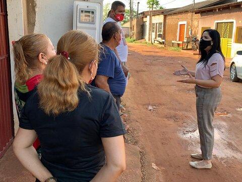 Cristiane Lopes cobra drenagem e pavimentação da rua Vale do Sol