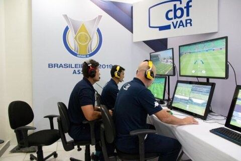 VAR no Brasileirão 2020: tempo gasto cai mas paralisações disparam