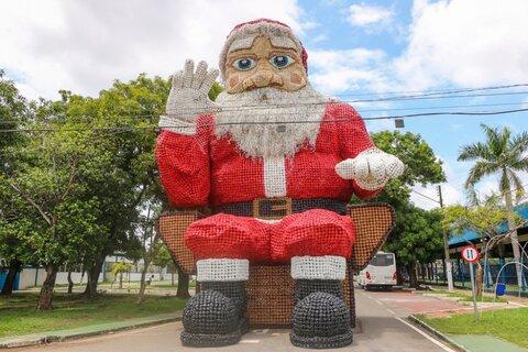 Decoração natalina começa a ser instalada em Ji-Paraná