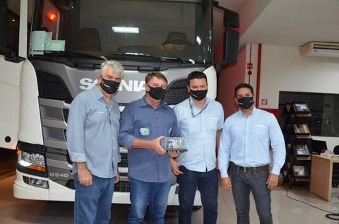 Caminhões Scania com inovação para o agronegócio são entregues em Vilhena