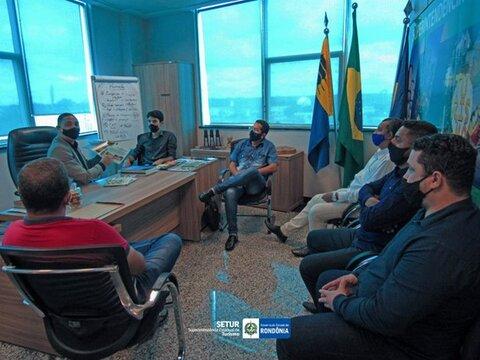 """Lenha na Fogueira com o espetáculo: """"QUE PALHAÇADA É ESSA?"""" e o Superintendente da Setur recebe representantes de municípios do Vale do Guaporé"""