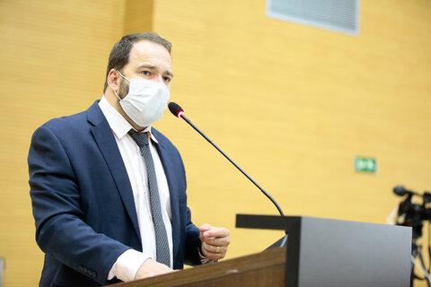 Presidente Alex Redano destaca sessão histórica que aprova criação de fundo para a compra de vacinas