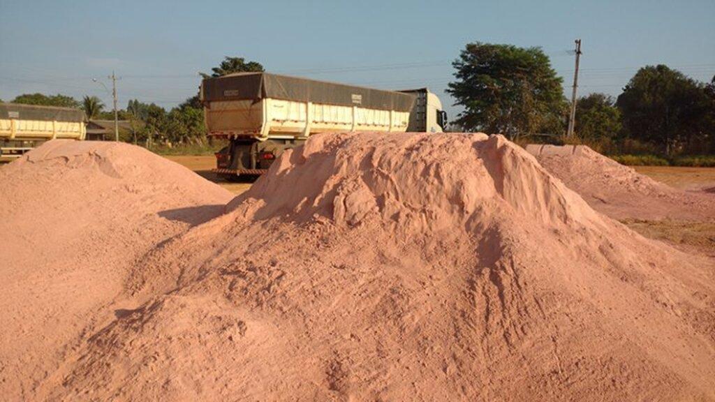 Governo de Rondônia distribui calcário dolomítico a diversas propriedades rurais do Estado - Gente de Opinião