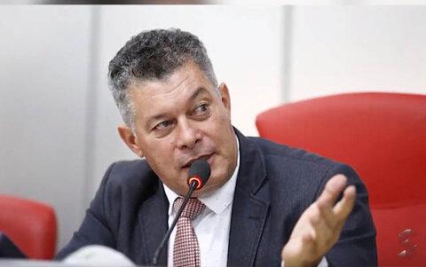 Justiça determina que deputado Édson Martins deixe o cargo