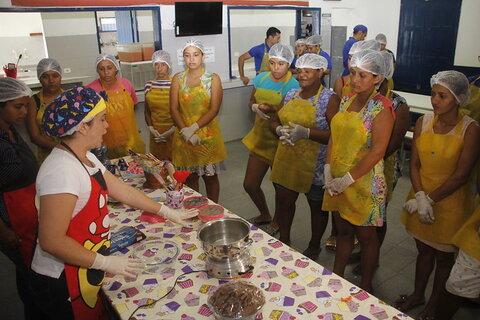 Cozinhas comunitárias de Manaus combatem fome e insegurança alimentar em meio à pandemia