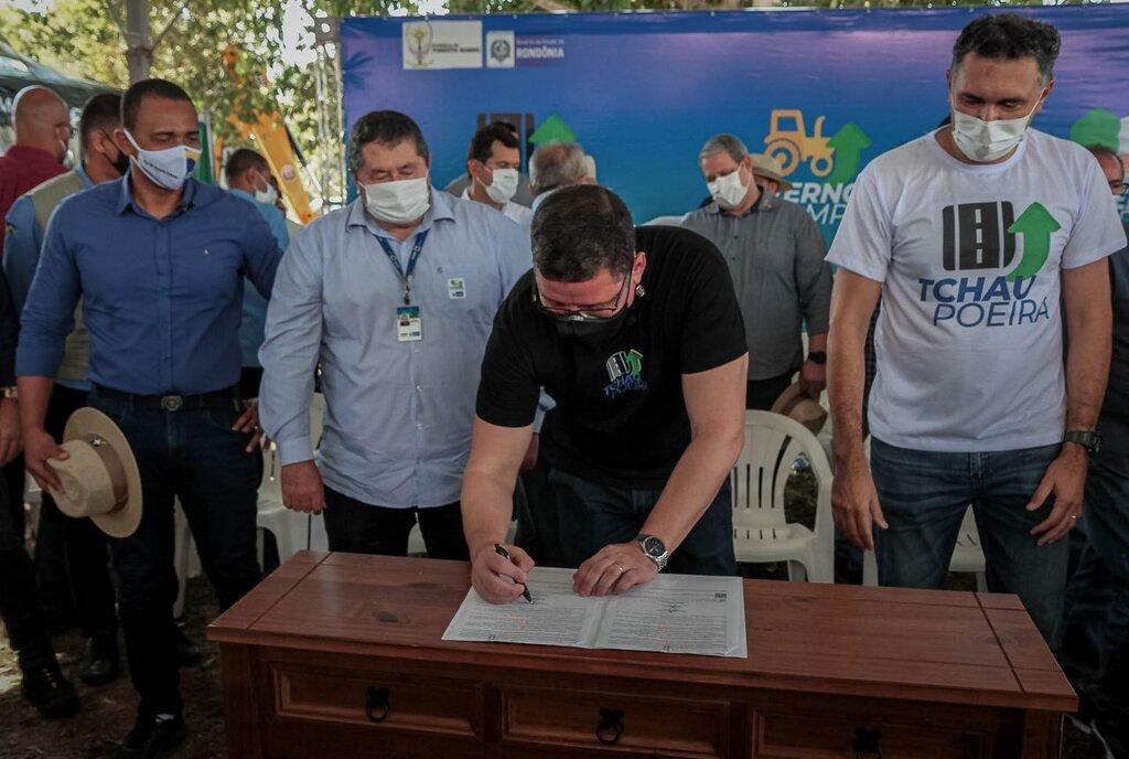 O governador esteve no município para assinar o termo de cooperação dos dois projetos - Gente de Opinião