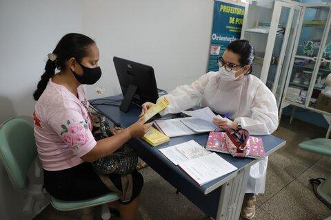 Moradoras de condomínios populares são atendidas em unidades de saúde em ação da Prefeitura