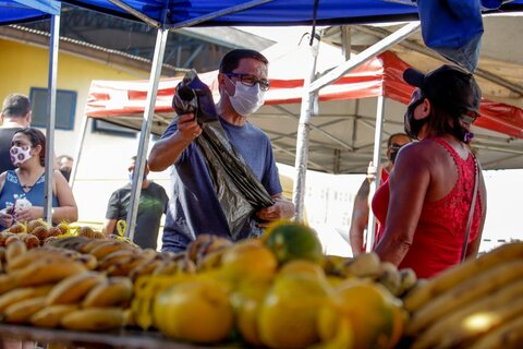 Sedam realiza mutirão de conscientização e limpeza na Feira do Cai N'Água, em Porto Velho