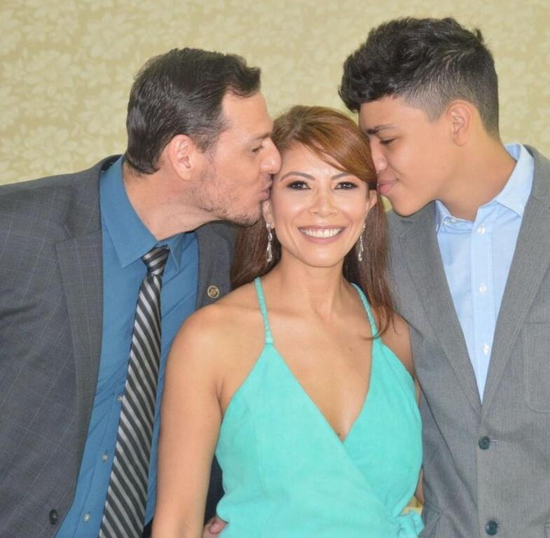 A juíza Euma Tourinho com o esposo e o filho - Gente de Opinião