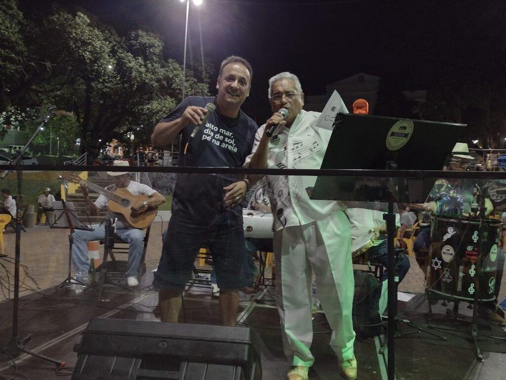Lenha na Fogueira e a Fina Flor do Samba - Gente de Opinião