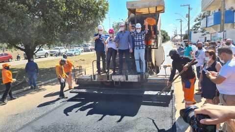 Presidente Alex Redano comemora o início das obras de asfalto do Tchau Poeira em Ariquemes
