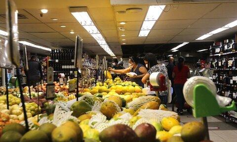 Confederação do Nacional do Comércio aponta melhorias no mercado de trabalho e retomada no consumo