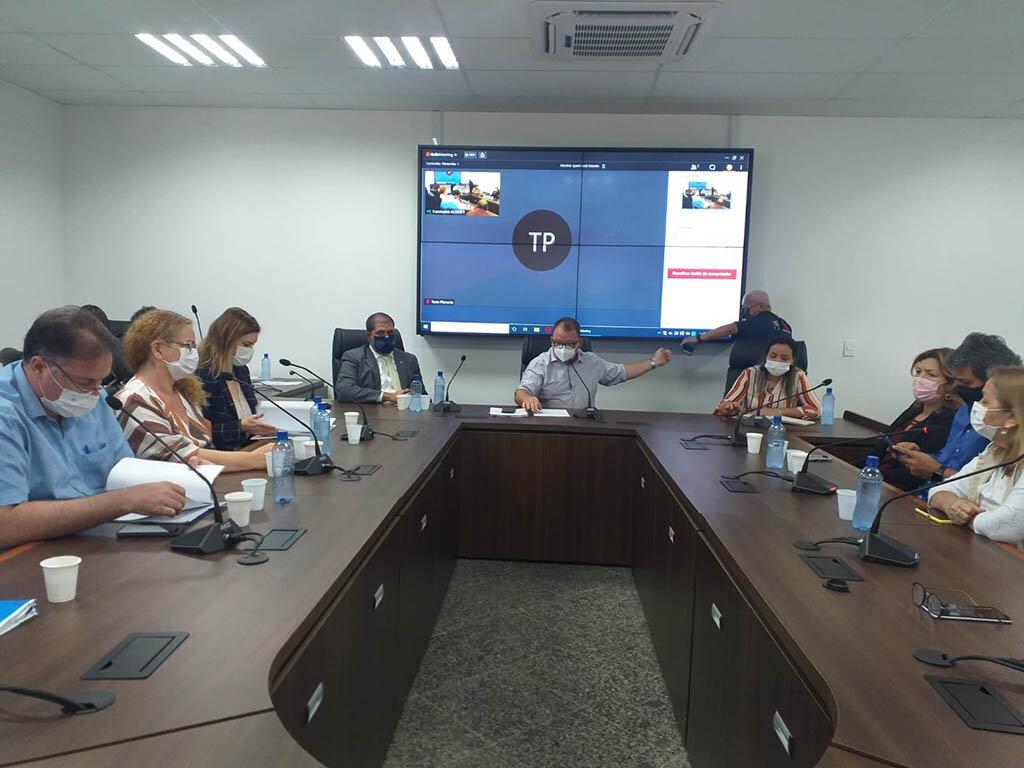 Comissão de saúde discute com servidores e governo reajuste salarial e plano de carreira de categorias - Gente de Opinião