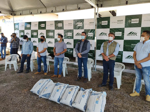 Governo de Rondônia garante calcário para agricultores da região do baixo Madeira; entrega iniciou por São Carlos