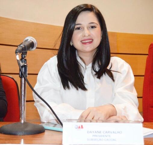"""""""Hoje em dia tem que ter boa comunicação e saber de marketing, senão fica fora do mercado de trabalho"""", diz Dayane Carvalho. - Gente de Opinião"""