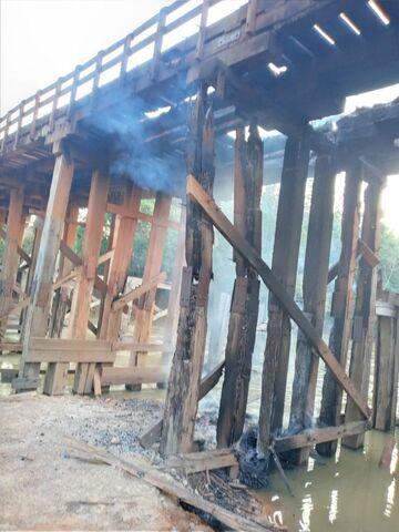 População se revolta e coloca fogo em ponte de madeira de União Bandeirantes - Gente de Opinião