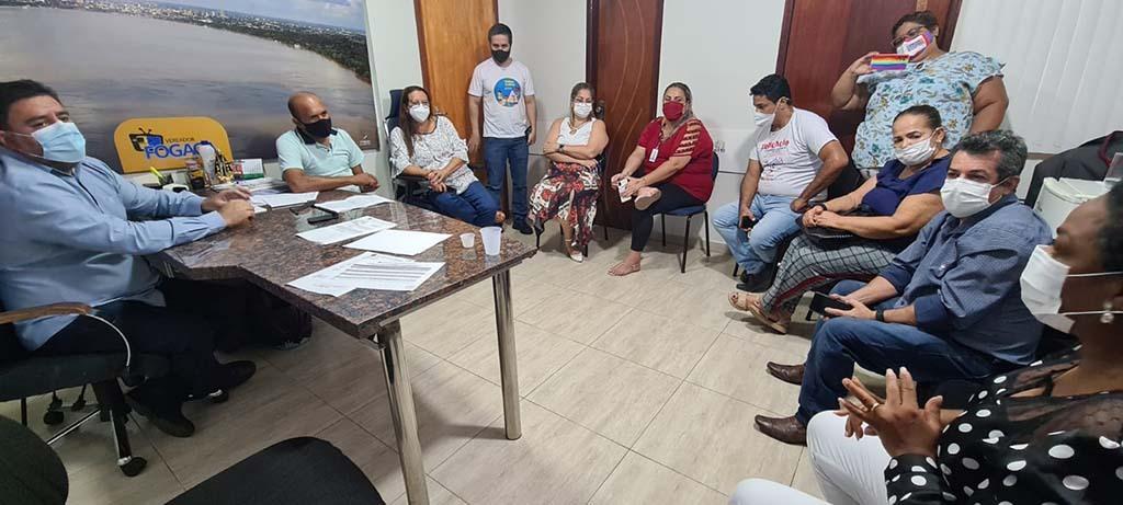 Vereador Fogaça recebe professores e diz que votação do piso nacional será um marco na educação municipal - Gente de Opinião