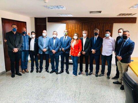 Presidente Alex Redano discute modelo de faculdade estadual com deputados do Tocantins