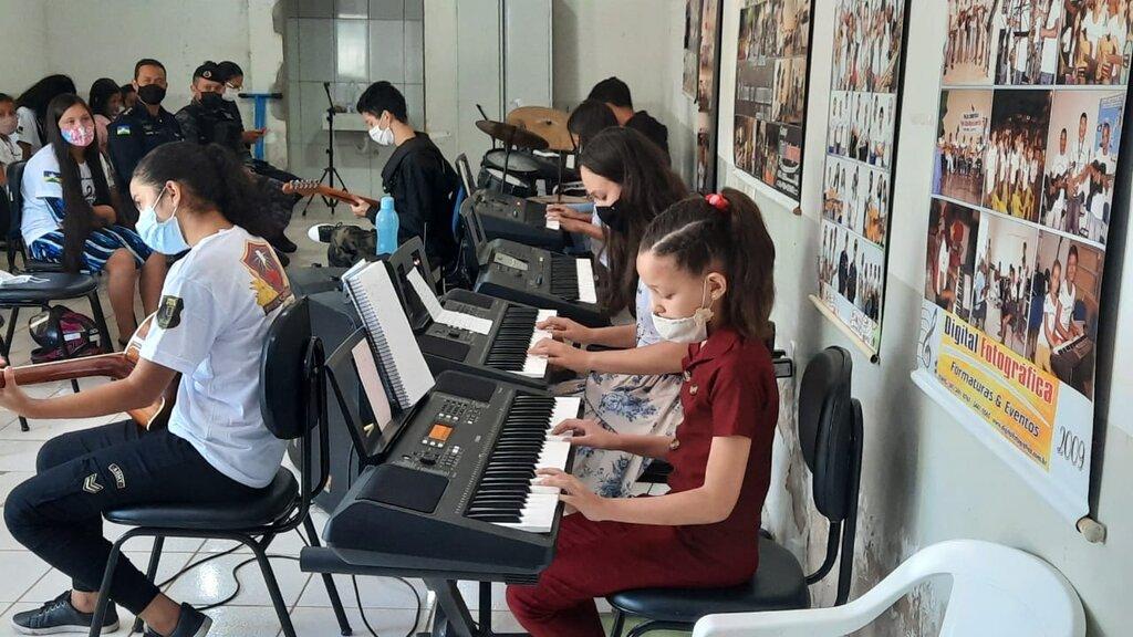 """Crianças e adolescentes mostraram a performance musical após 50 dias da retomada do projeto """"Música na Comunidade"""" - Gente de Opinião"""
