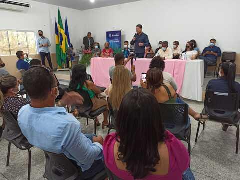 Marcos Rocha comemora dia dos professores com educadores de Jaru